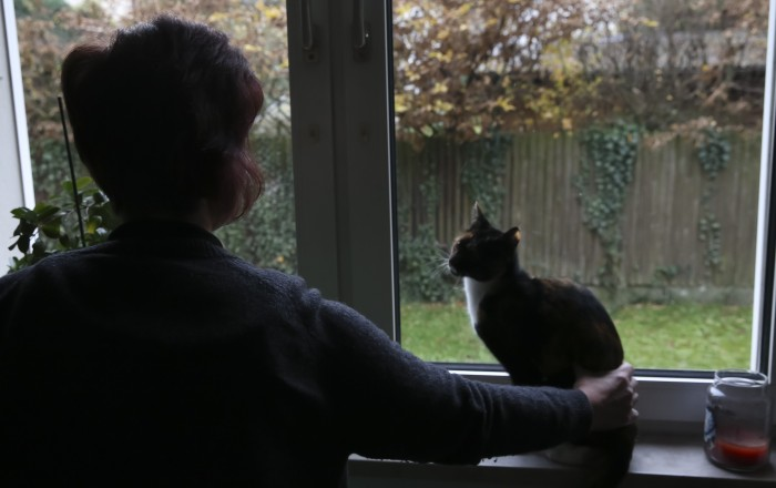 """""""Ich wollte nie von jemandem abhängig sein"""": Sabine G. ist mit ihrer Tochter und den Katzen nach ihrer Erkrankung in eine kleinere, billigere Wohnung gezogen."""