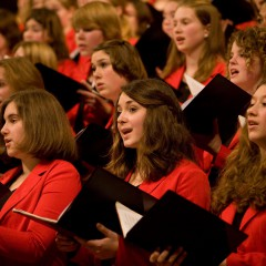 Mädchenchor singt für Weihnachtshilfe