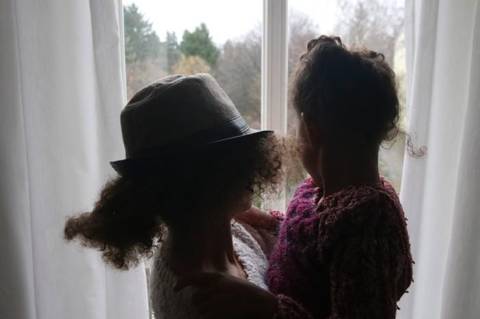 Am schlimmsten ist die Angst, irgendwann nicht mehr für ihr Kind sorgen zu können: Katja L. mit ihrer fünfjährigen Tochter Nele. Foto: Surrey
