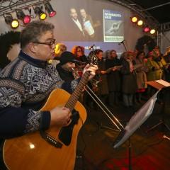 Politiker singen für die Weihnachtshilfe