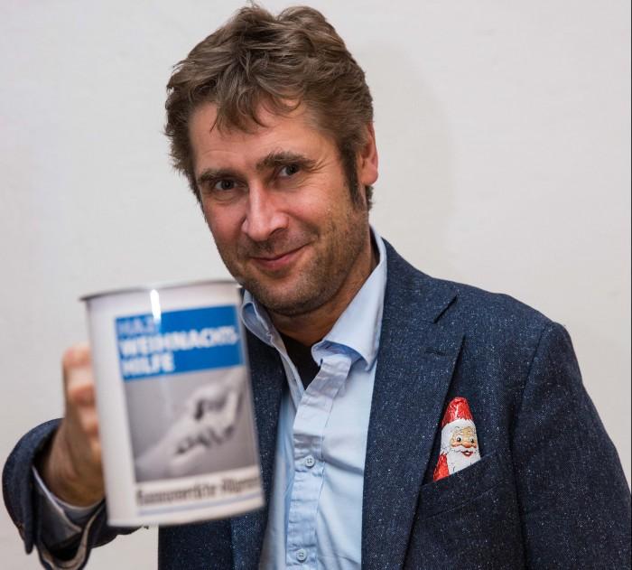 Entertainer Desimo hilft bei der Sammlung für Menschen on Not. Foto: Eberstein