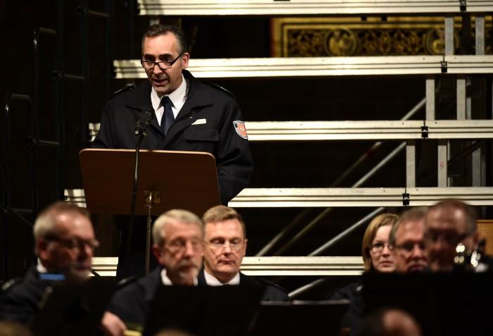 Michael Hintz spricht beim Konzert in der Marktkirche.