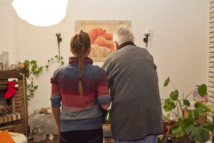 Die 34-jährige Laura Prelle und ihr 73-jähriger Vater sind verzweifelt und suchen nach Hilfe. Foto: Franson