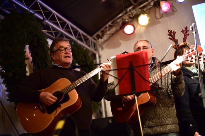 Ach Regionspräsident Hauke Jagau musiziert für die HAZ-Weihnachtshilfe mit. Foto: Körner