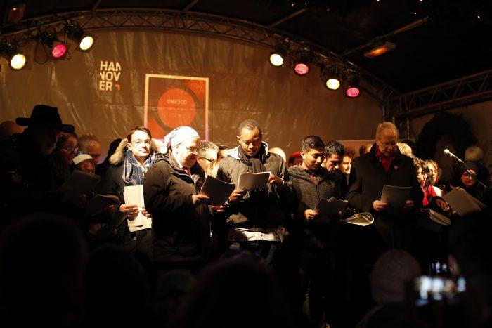 Volles Haus: Der Rat der Stadt singt für die Weihnachtshilfe. Foto: Eberstein
