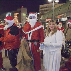 Nikolaus-Flashmob hilft bei der Spendensammlung