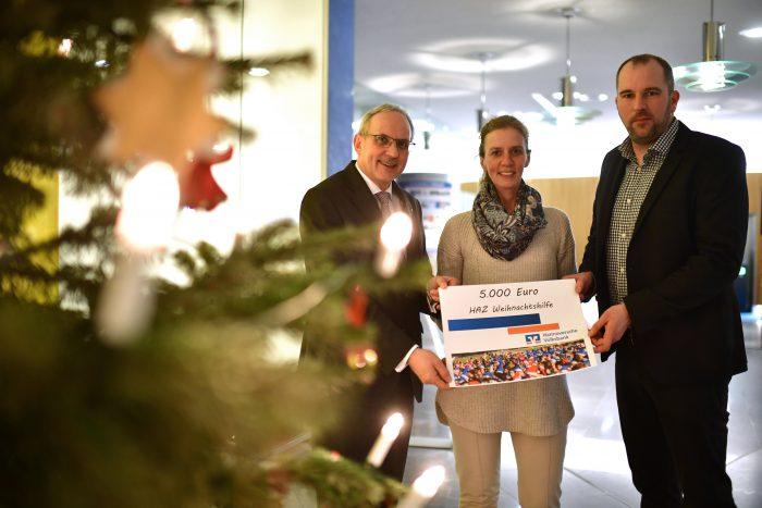 Hannover HAZ Weihnachtshilfe: Volksbank Hannover ueberreicht am 141216 5000 Euro (Foto/Alexander K?rner)