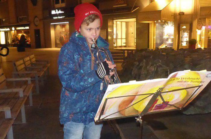 Jannis Ziegltrum hilft mit Liedern auf der Trompete. Foto: privat