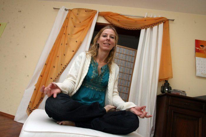 Corinna Schnelle von Yoga in The City unterstützt die Weihnachtshife.