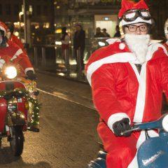Vespa-Fahrer feiern Nikolaus