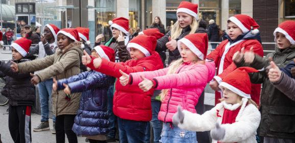 Schüler unterstützen Weihnachtshilfe mit Flashmob