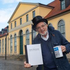 Harald Böhlmann vergibt für die HAZ-Spendenaktion  weitere Premieren-Karten