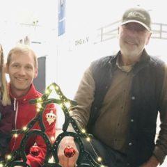 Schmiede helfen der Spendensammlung mit Hufeisenkunst