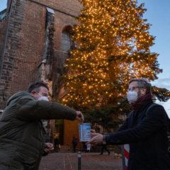 Anonymer Spender des Weihnachtsbaums an der Marktkirche offenbart sich